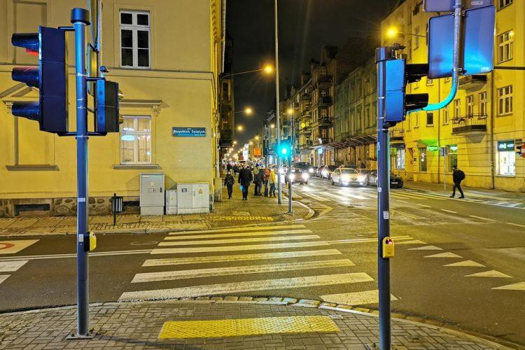 Sygnalizacja na skrzyżowaniu ulicy Garbary i Wszystkich Świętych w Poznaniu. Powstała w 2017 roku. Buspas na Garbarach