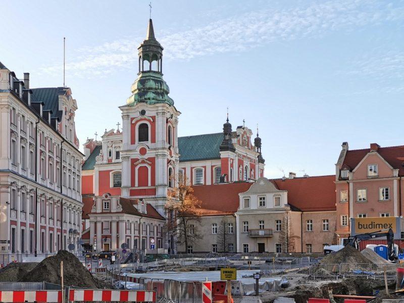 Poznań Plac Kolegiacki widok na zabytki inwestycja styczeń 2020