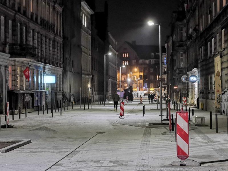 Teraz widzimy zachodnią część ulicy Taczaka, bliżej ul. Kościuszki. Barwa światła ulicznego: 4000K (neutralna biała)