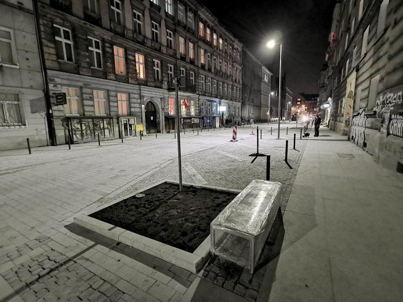 Na niemalże całej ulicy porządku parkingowego będą pilnować słupki. Parkowanie na nowej ulicy Taczaka/Garncarskiej i w centrum Poznania
