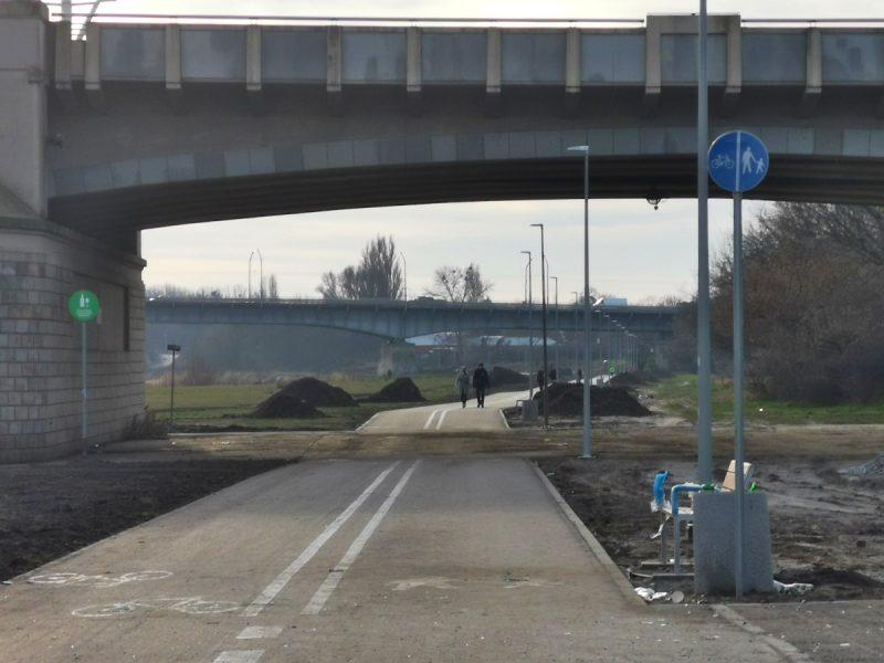 Patrzymy na odcinek w stronę Mostu Królowej Jadwigi