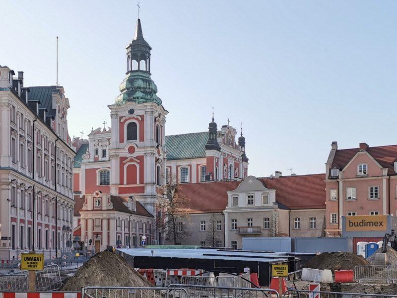 Poznań Plac Kolegiacki widok na zabytki inwestycja luty 2020