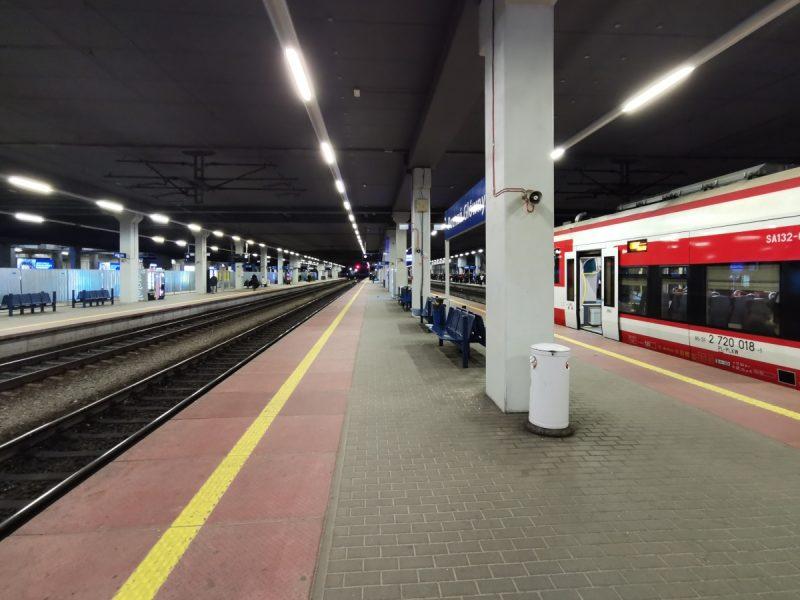Dworzec w Poznaniu: schodzimy na perony. Tu także bez pozytywnych zmian