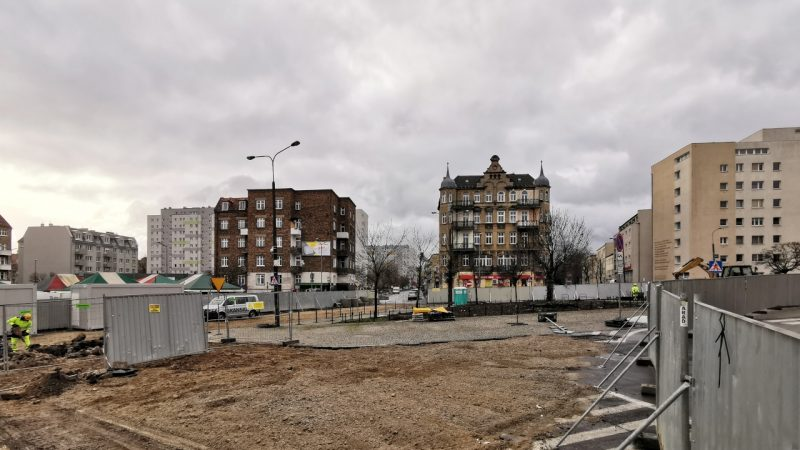 Patrzymy na południe, przed nami od lewej: ulicą Kącik, Małeckiego i Lodowa