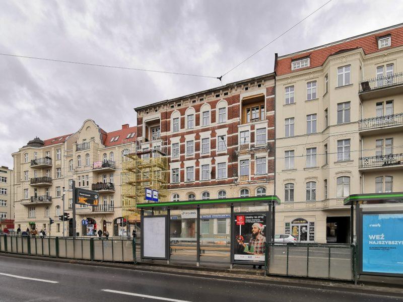 Bonus: rozpoczyna się odnowa kamienicy przy ul. Głogowskiej 82 (naprzeciwko skweru Kazimierza Nowaka)