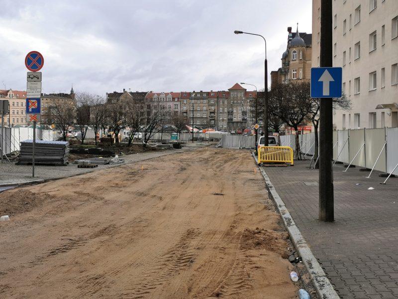 Wjazd od strony ulicy Głogowskiej zamknięto, rozebrano asfalt