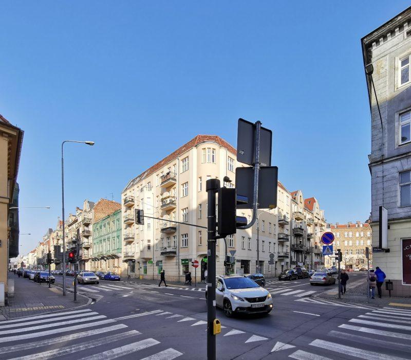 Na skrzyżowaniu Garbary/Wszystkich Świętych już niedługo wyłączona zostanie sygnalizacja świetlna... po 2,5 roku od montażu. Poznań Stare Miasto