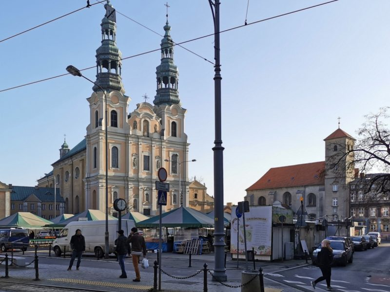 Niedawno skończyła się odnowa fasady kościoła przy placu Bernardyńskim