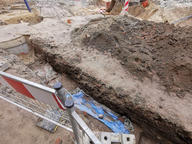 Etap prac ziemnych (wykopów, montowania instalacji podziemnych) jeszcze się nie zakończył