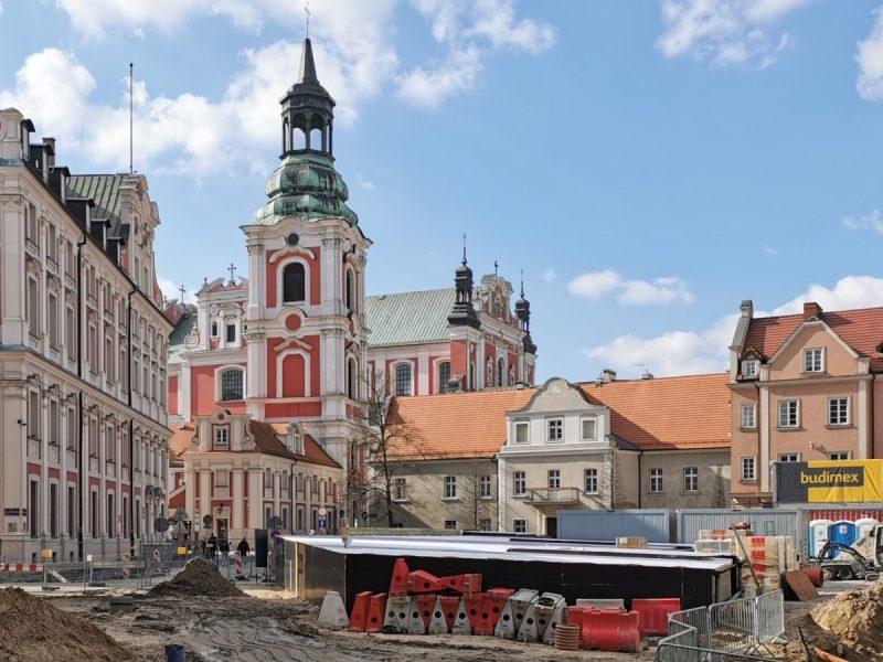 Poznań Plac Kolegiacki widok na zabytki inwestycja marzec 2020