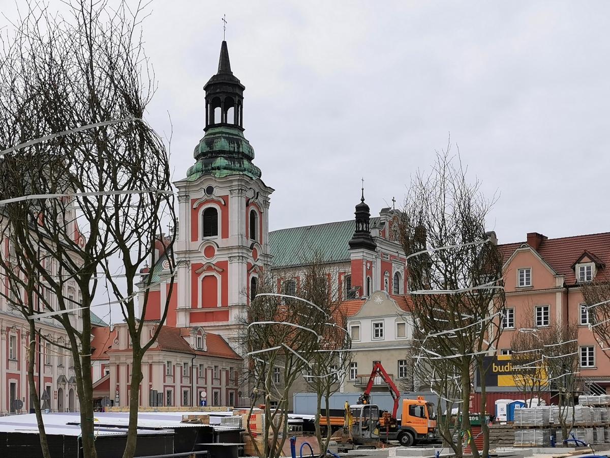 Poznań Plac Kolegiacki widok na zabytki inwestycja kwiecień 2020