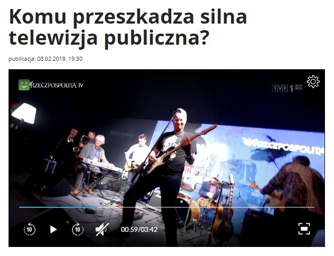 """Nagłówek materiału w serwisie informacyjnym """"Wiadomości"""" z dwoma presupozycjami. Komu przeszkadza silna telewizja publiczna?"""