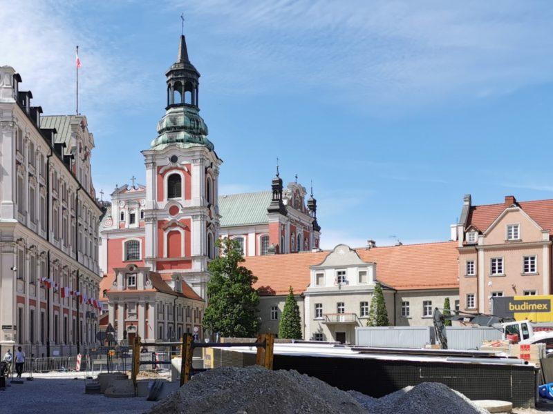 Poznań Plac Kolegiacki widok na zabytki inwestycja maj 2020