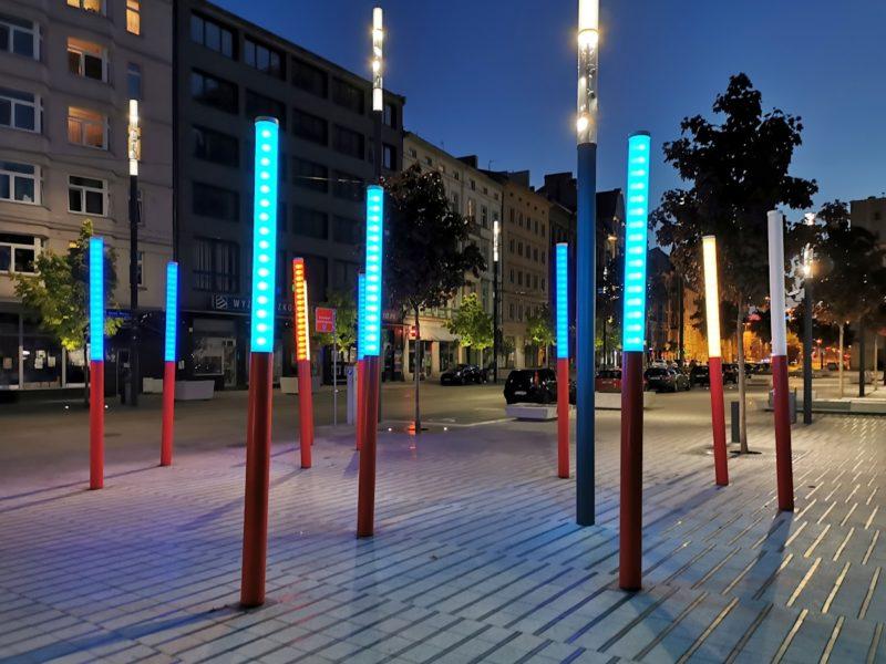 Kolorowe latarnie na ulicy Święty Marcin