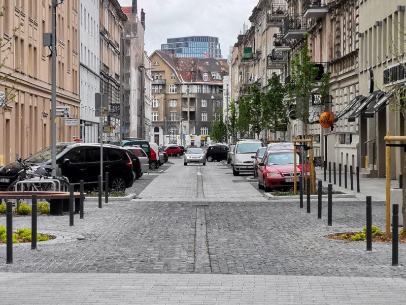 Na zakończenie spojrzenie na całą ulicę Taczaka. W tle znad kamienic wyłania się Bałtyk