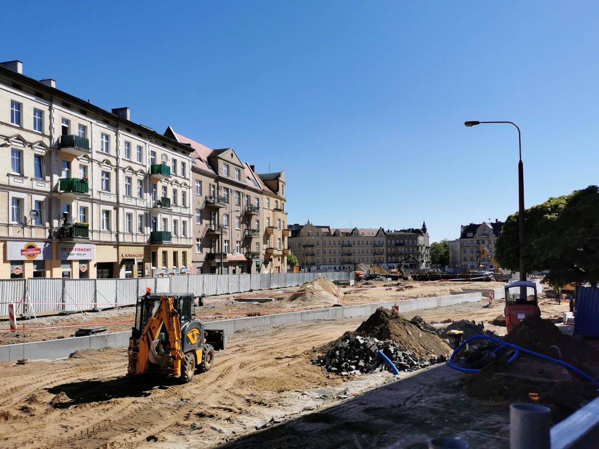 Na skwerze Kazimierza Nowaka trwa betonowanie ścian oporowych