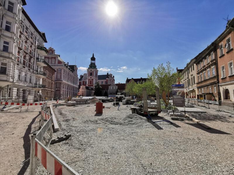 Perspektywa ogólna na cały plac Kolegiacki. Projekt Centrum - 07.2020