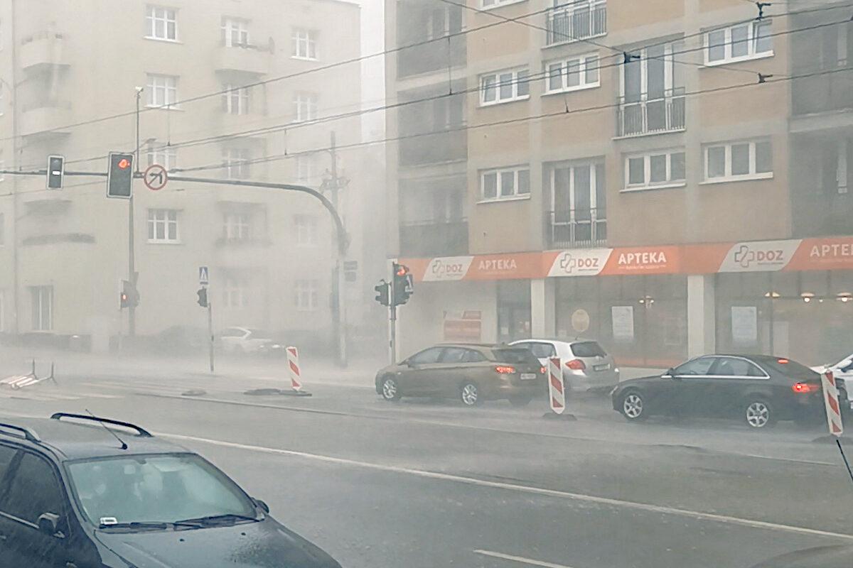 Burza i ulewa nad Poznaniem - 20.07.2020. Zdjęcie z ulicy Głogowskiej