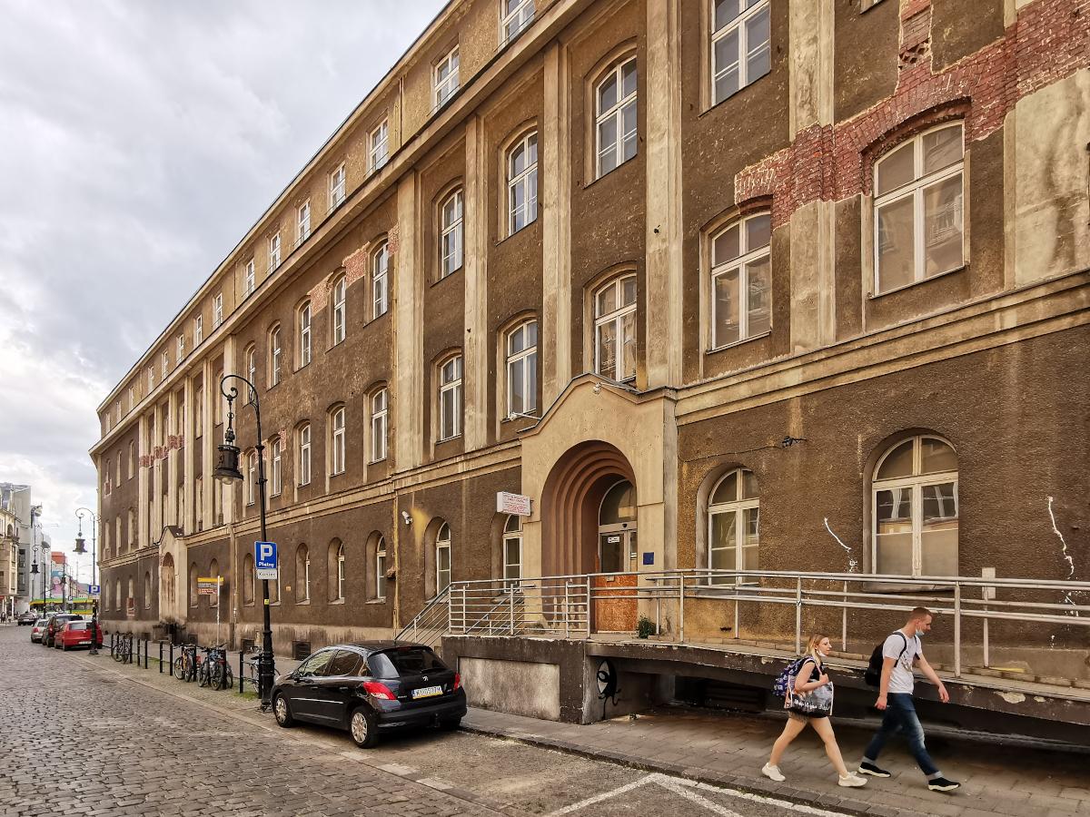 Budynek dawnego szpitala miejskiego przy ul. Szkolnej. To tu Orpea Polska postawi centrum senioralne