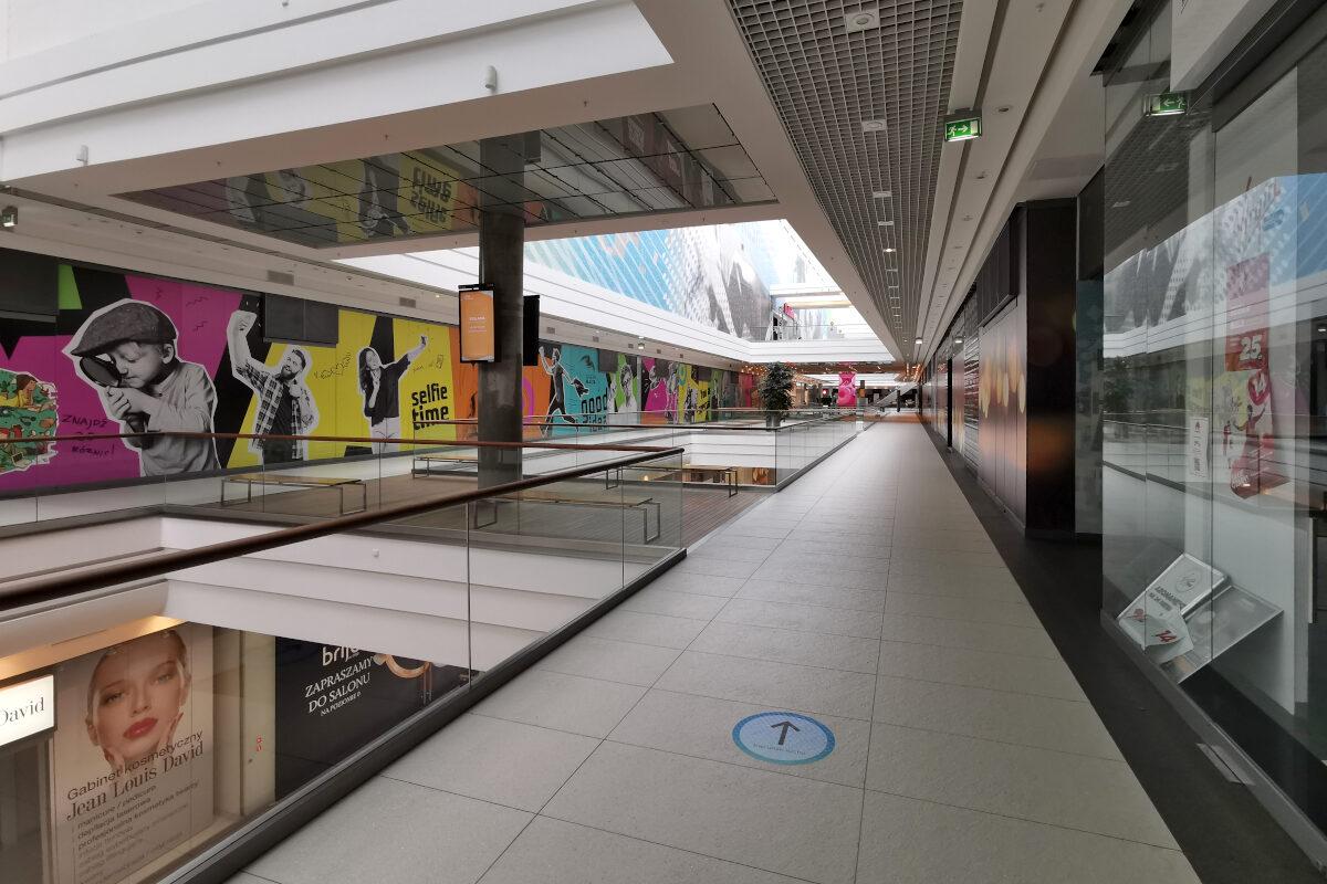 2/3 Galerii Malta to pustostany. Analiza handlu + fotorelacja. Pierwsze piętro w Galerii Malta. Tutaj trzy na cztery lokale są zamknięte