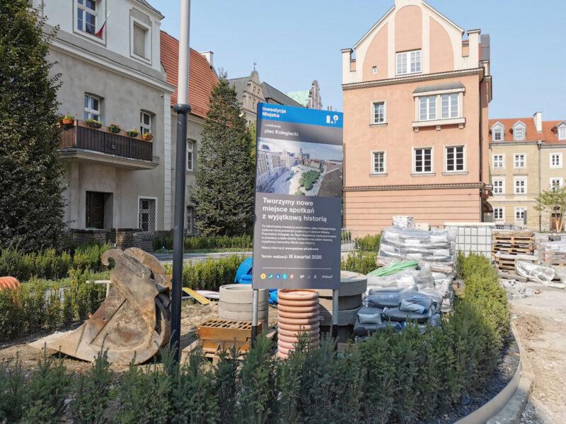 Skwer z koziołkami czeka na wykończenie. Poznań Stare Miasto