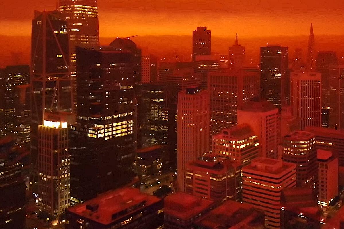 """9 września 2020, godzina 11, San Francisco: czerwone niebo. Źródło: """"San Francisco Looking Like Blade Runner / Mars / Chernobyl"""" / YouTube"""