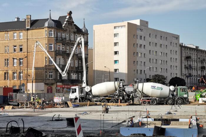 Duże postępy na przebudowie rynku Łazarskiego – wrześniowa fotorelacja