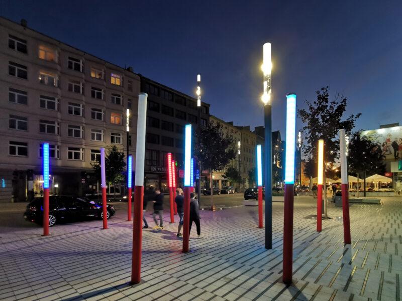 Kolorowe latarnie na Świętym Marcinie. Dwie już nie działają. Stare Miasto
