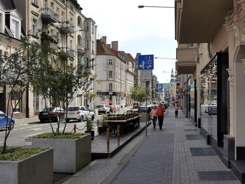 Chodniki na ulicy Garbary poszerzyły się o około metr