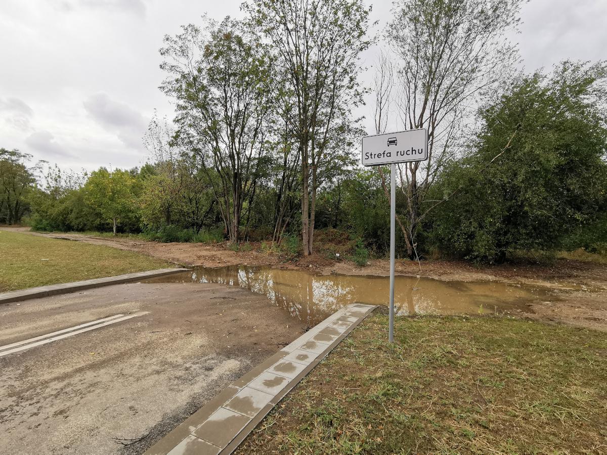 W ramach inwestycji powstały skrzyżowania z projektowanymi ulicami na nowym osiedlu przy rondzie Żegrze