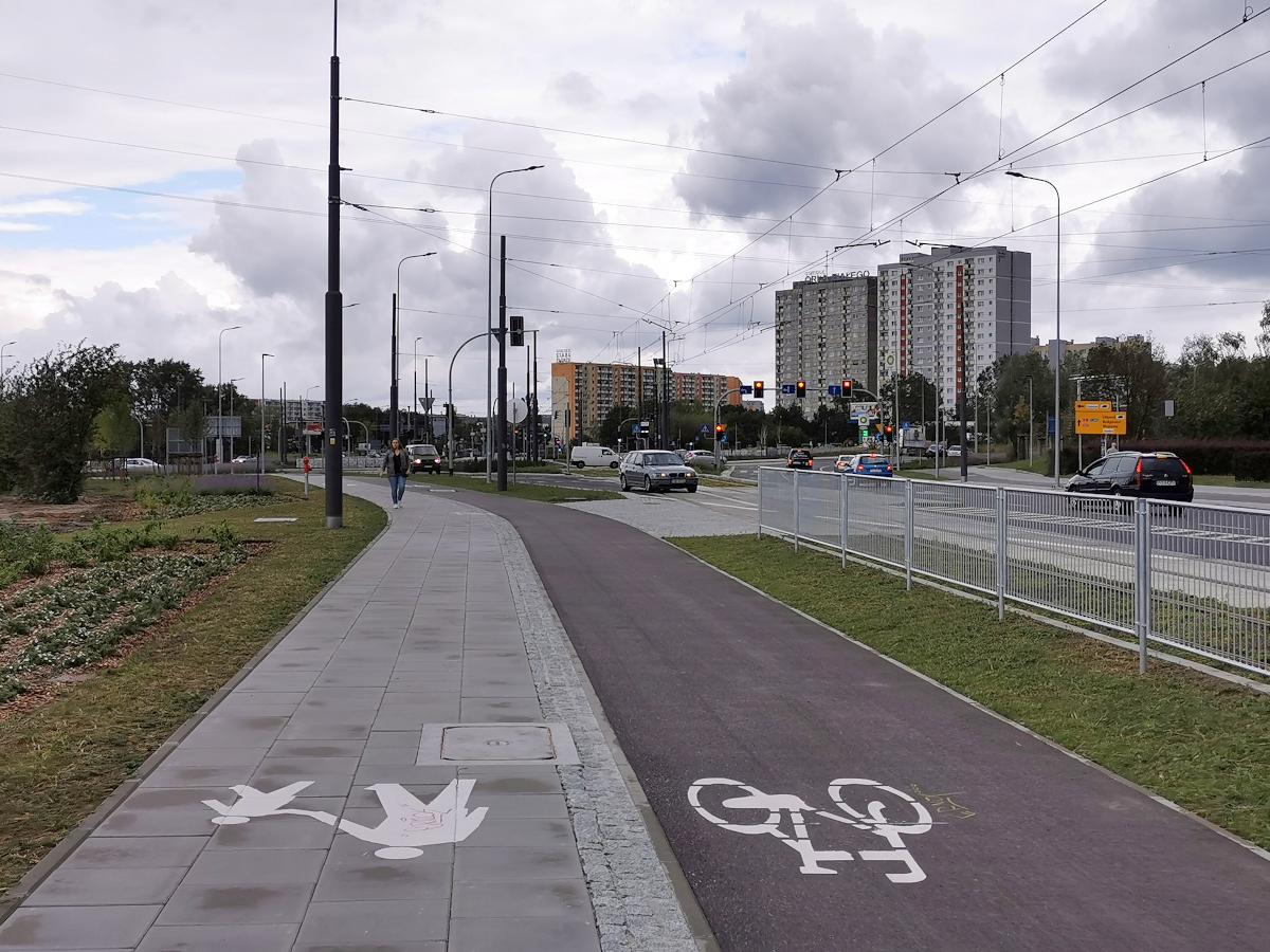 Dwukierunkowa droga rowerowa po północnej stronie ulicy Unii Lubelskiej, rejon ronda Żegrze