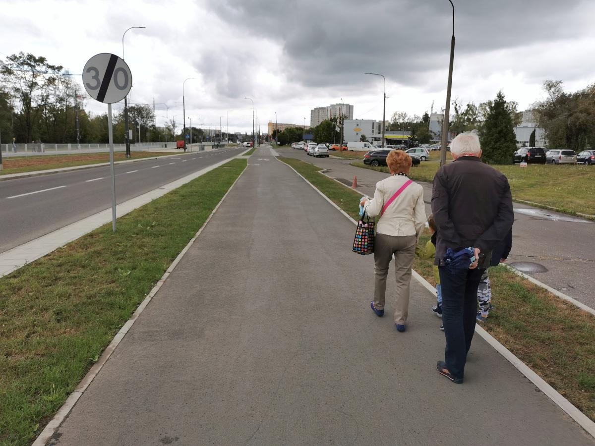 Wzdłuż ulicy Unii Lubelskiej znajdziemy sporo trawników