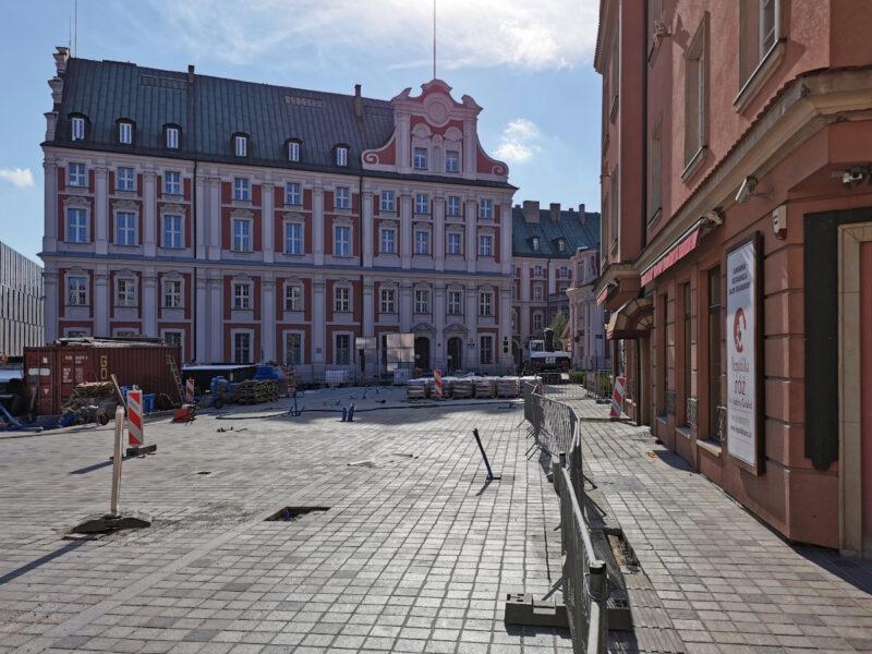 Widok z ulicy Koziej. Rewitalizacja placu Kolegiackiego, centrum Poznania