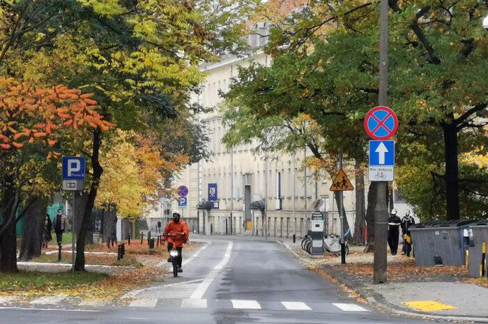 Z opóźnieniem, ale prace nad kontrapasem rowerowym na Kościuszki zbliżają się do końca