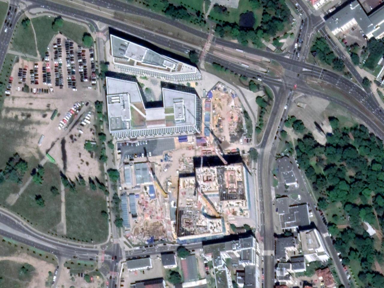 """Kolejny etap budowy """"Nowego Rynku"""" w rejonie ulicy Wierzbięcice. Skanska, Wilda"""