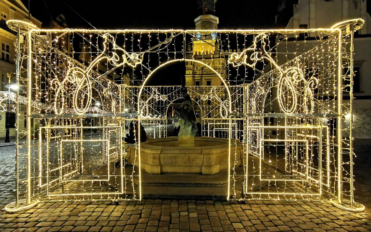 Świąteczne ozdoby na Starym Rynku oraz Betlejem Poznańskie to oznaki zbliżających się świąt