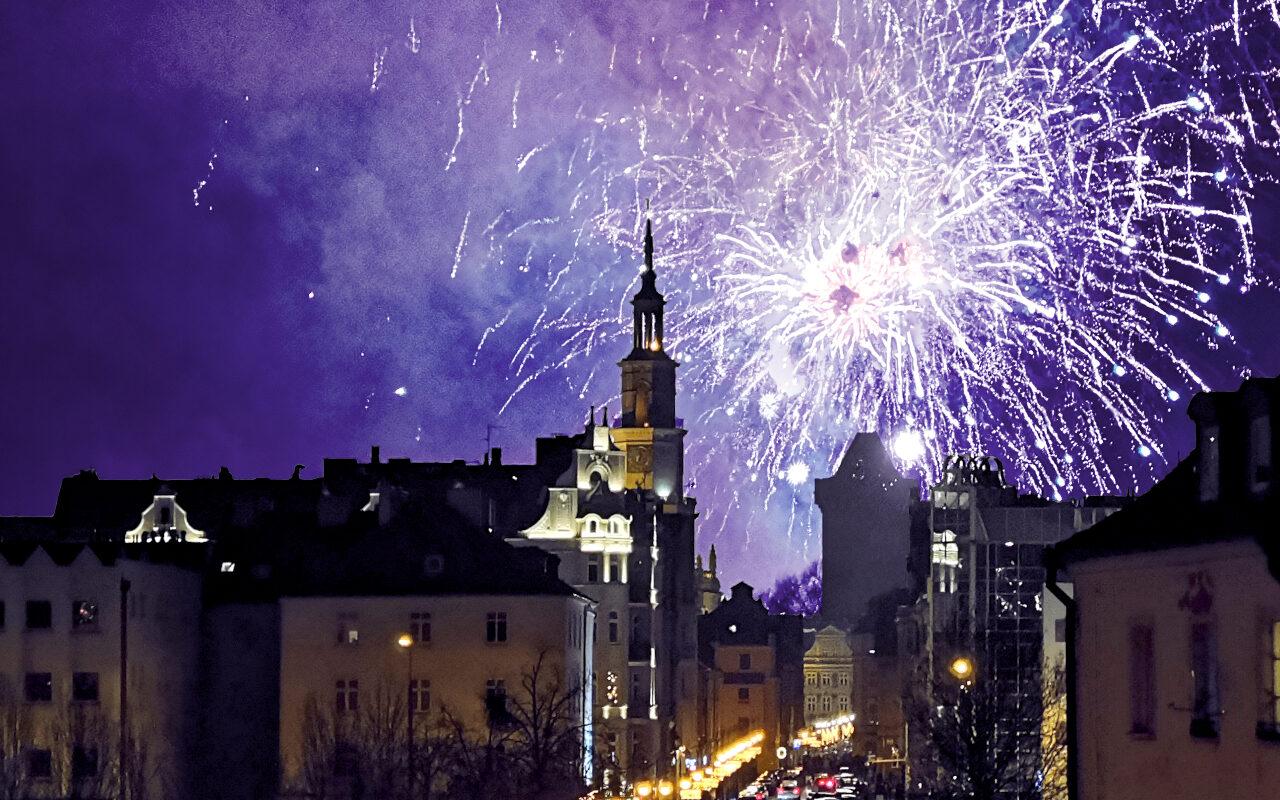 Poznań, Stare Miasto: pokaz sztucznych ogni (fajerwerków) podczas sylwestrowej nocy