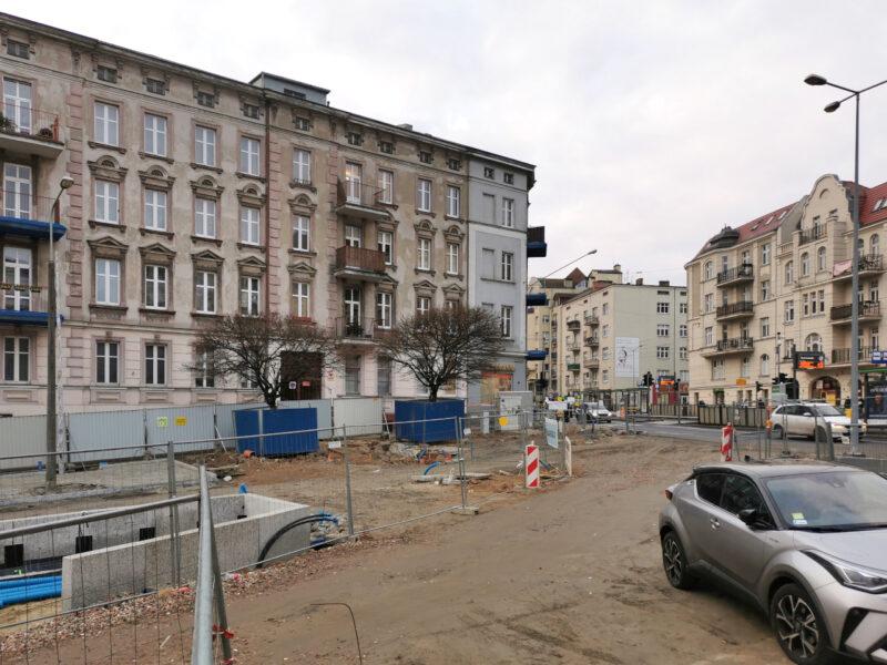 Rzut ona na wylot z rynku Łazarskiego na ulicę Głogowską