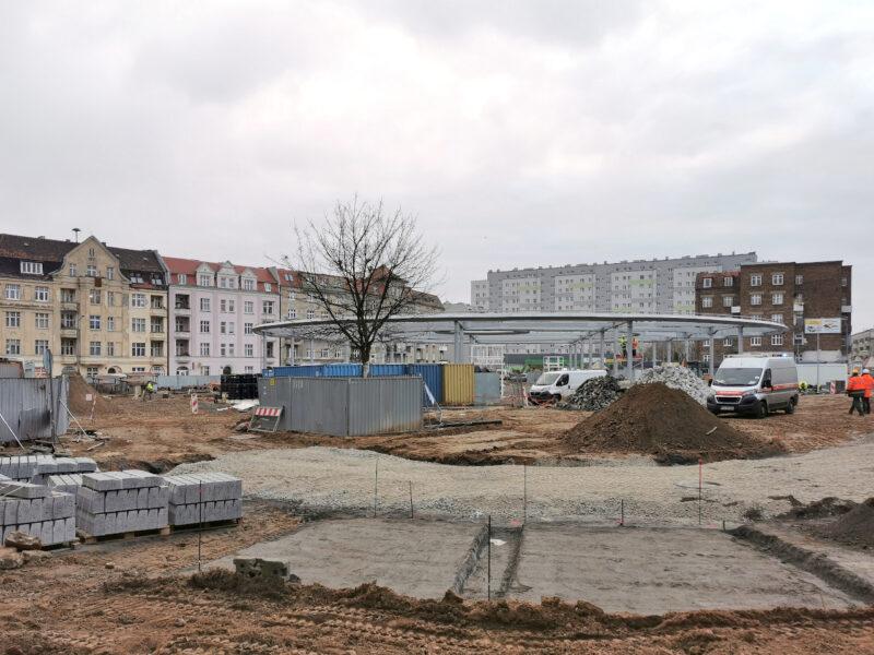 Także w pobliżu wlotu ulicy Małeckiego rozpoczęto tworzenie zatok parkingowych (będą prostopadłe)