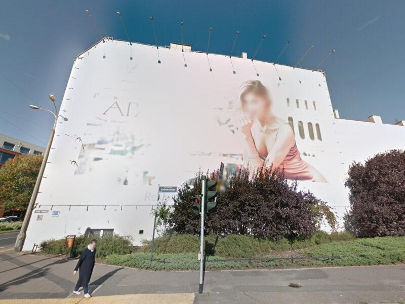 Ze ślepej ściany na Estkowskiego korzystały takie marki, jak Apart, Huawei, H&M czy Posnania. Źródło: Google Street View, październik 2017