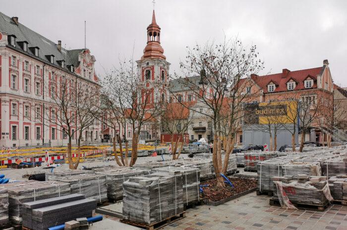 Zimowy sen na budowie placu Kolegiackiego – styczniowa fotorelacja