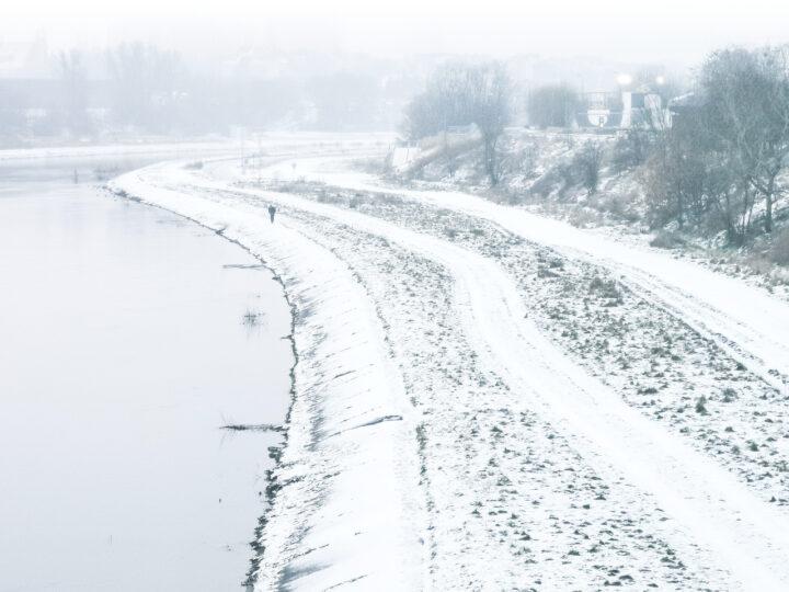 Zima w Poznaniu. Mroźna pogoda w dolinie Warty: śnieg