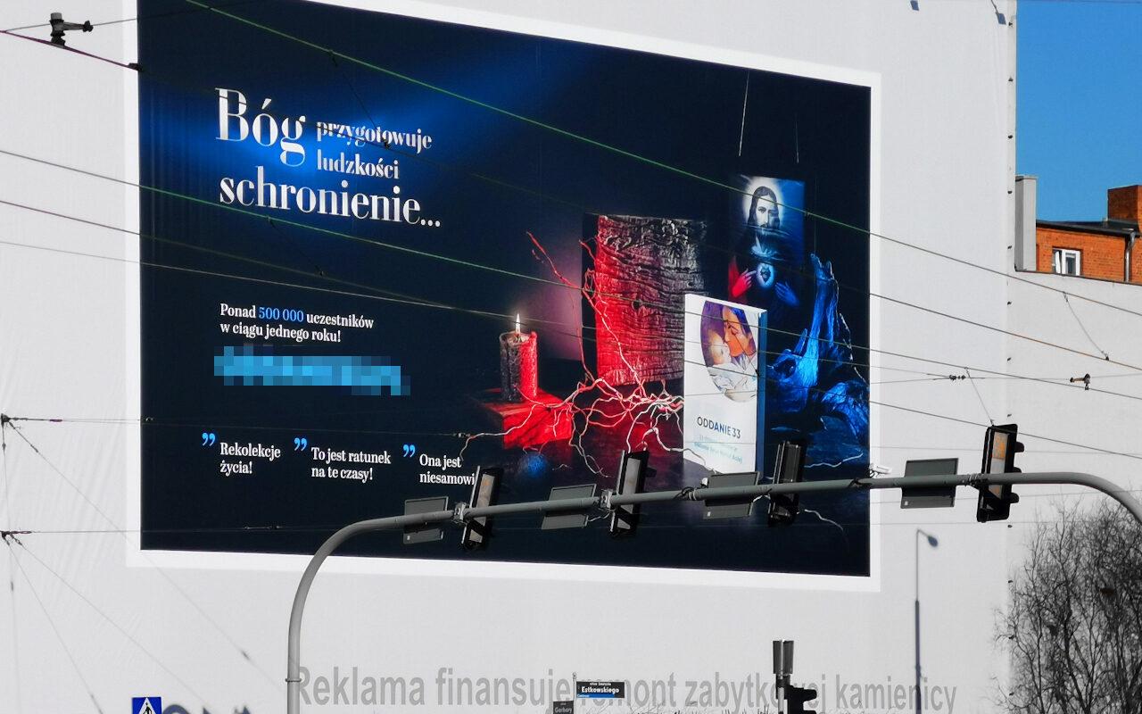 Nośnik reklamowy z ulicy Estkowskiego. W lutym 2021 roku pojawiła się na nim nowa reklama