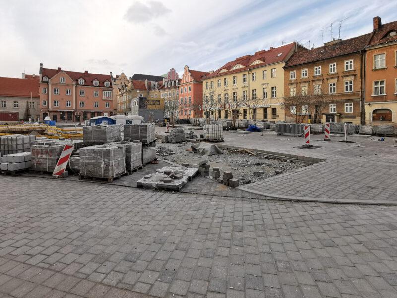 Centralna część placu Kolegiackiego. Poznań Stare Miasto