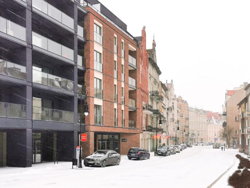 Zaśnieżona ulica Chwaliszewo. Poznań, atak zimy