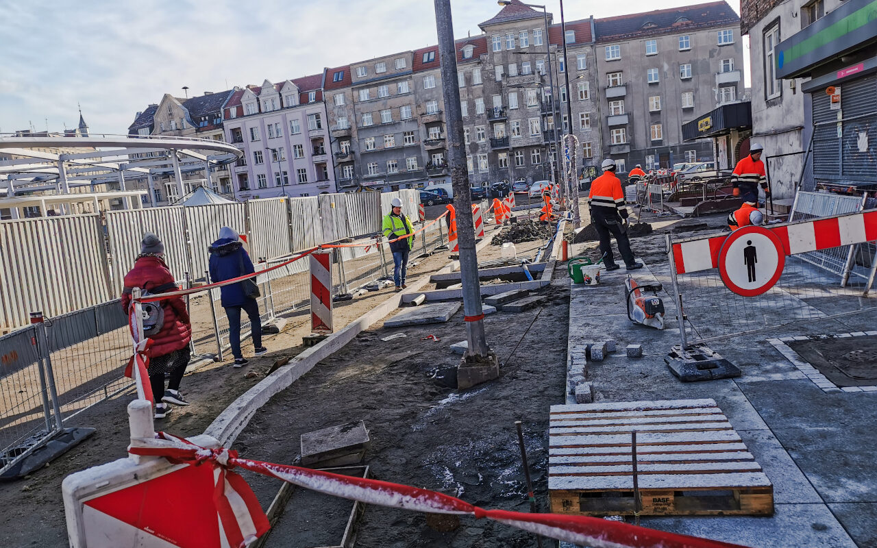Kolejny nowy chodnik - tym razem pod kamienicami nr 15 i 16